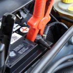 Awaryjne uruchamianie auta – jak tosię robi?
